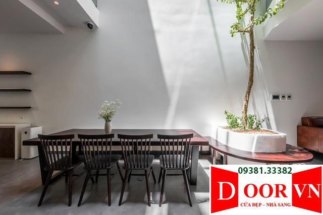 """nha-pho-sai-gon-ban-ngay-khong-can-thap-sang-thoang-nhu-o-quedocx-1608471104400 Nhà phố Sài Gòn """"thoáng như ở quê"""" nhờ sân vườn trồng cây xanh mát"""